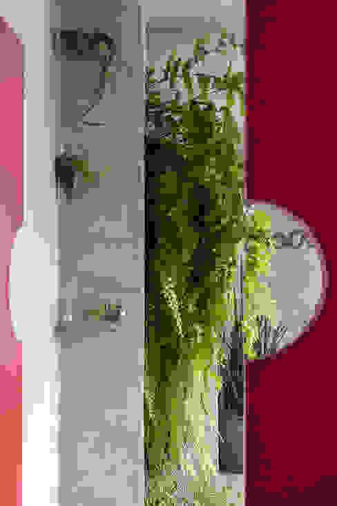 Modern Corridor, Hallway and Staircase by Eliane Mesquita Arquitetura Modern MDF
