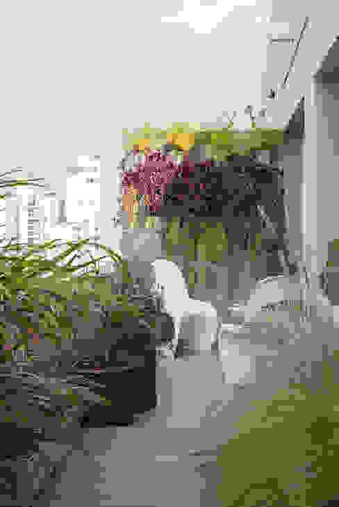 Terrace by Eliane Mesquita Arquitetura, Modern Sandstone