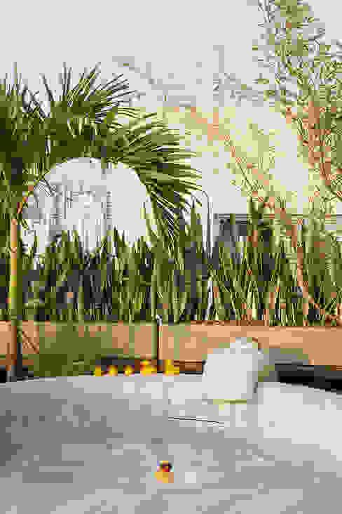 Spa modernos de Eliane Mesquita Arquitetura Moderno Compuestos de madera y plástico