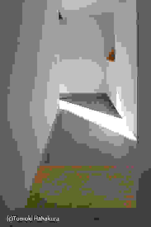 仲間が集う「よりあい」の家 モダンスタイルの 玄関&廊下&階段 の I Live Architects/田辺弘幸建築設計事務所 モダン