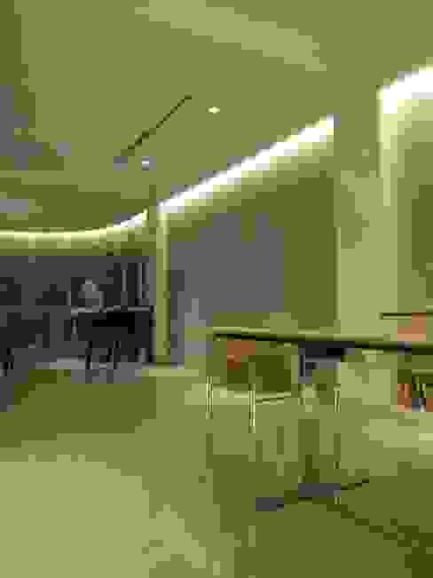 Salones de estilo moderno de Estudio de iluminación Giuliana Nieva Moderno