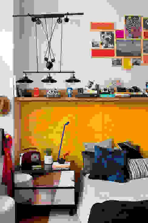 Emmilia Cardoso Designers Associados Спальня