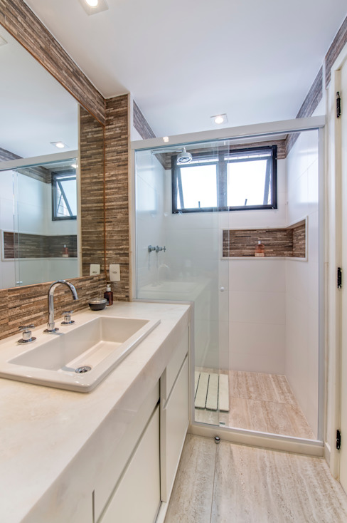 Apartamento Tangerina: Banheiros  por Emmilia Cardoso Designers Associados