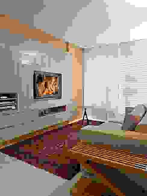 Sala de TV Salas de estar modernas por Escritório de Design Edwiges Cavalieri Moderno