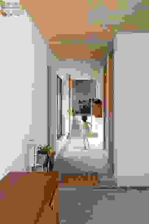 에클레틱 복도, 현관 & 계단 by アトリエ・ブリコラージュ一級建築士事務所 에클레틱 (Eclectic)