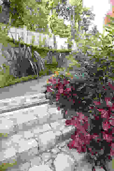 Jardines de estilo  por Emmilia Cardoso Designers Associados