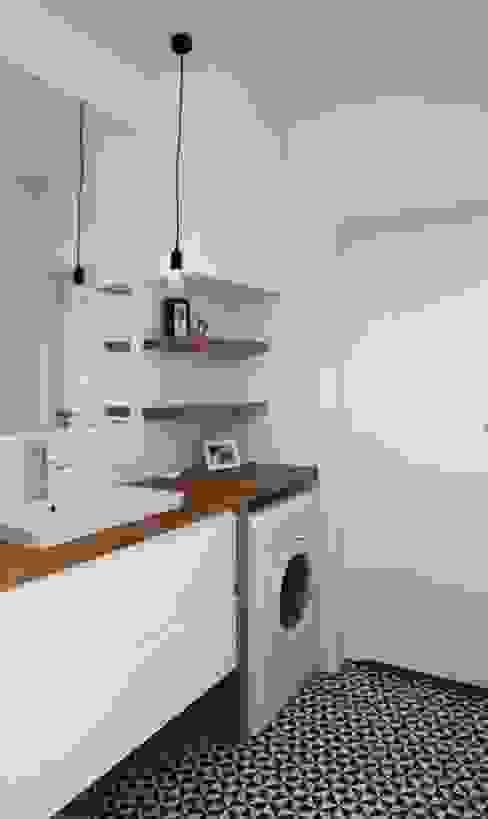 Salle de bain moderne par Schemat Moderne