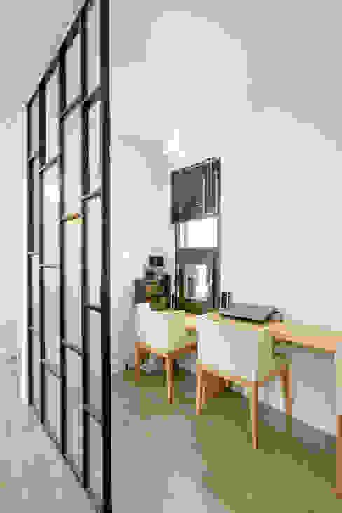 Modern living room by 한글주택(주) Modern