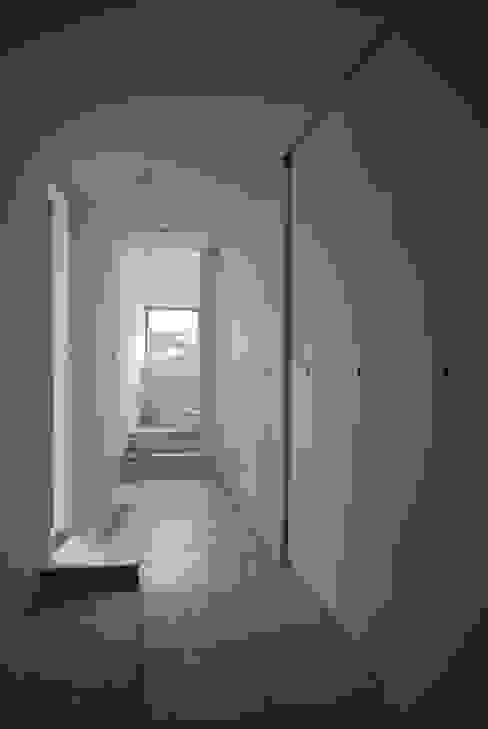 에클레틱 복도, 현관 & 계단 by SUR都市建築事務所 에클레틱 (Eclectic)