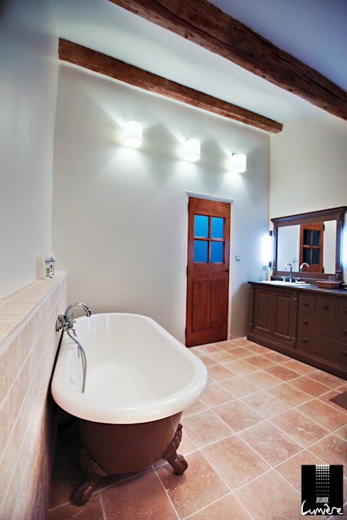 Salle de bain Salle de bain classique par Jeux de Lumière Classique