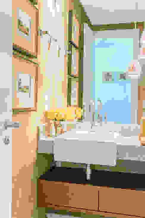Modern bathroom by Arina Araujo Arquitetura e Interiores Modern Marble