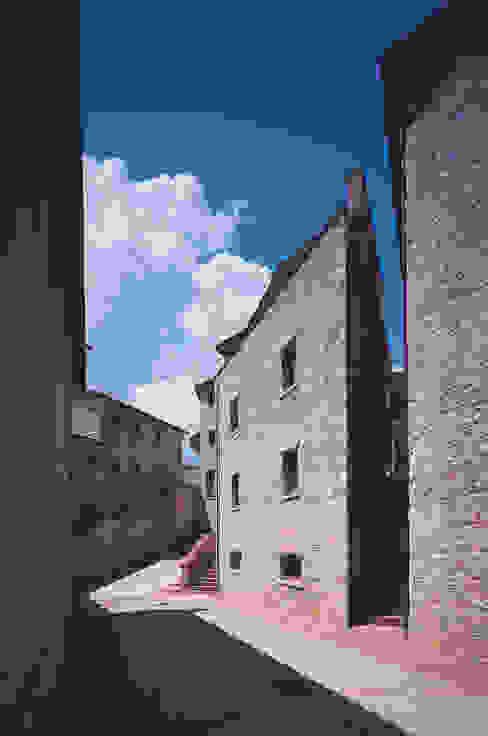 Дома в стиле кантри от Simone Casini Architetto Кантри Камень