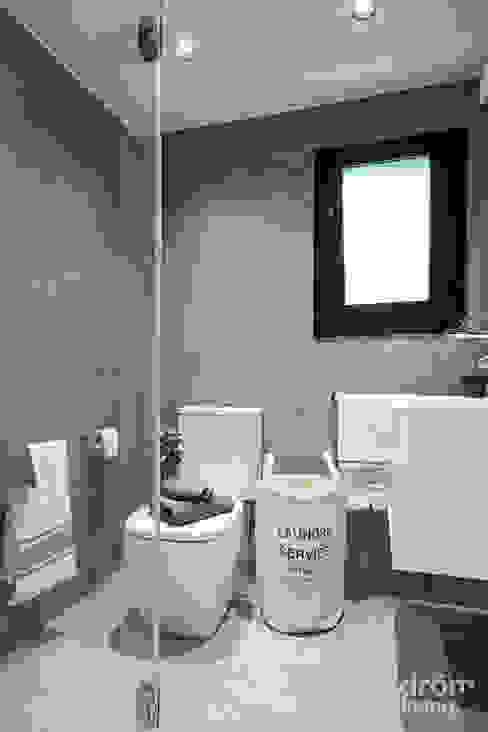 ห้องน้ำ โดย Dröm Living,