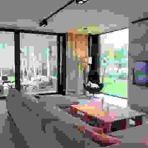 Modern living room by seweryn pracownia Modern