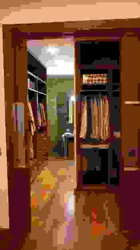 Closets de estilo moderno de Dogares Moderno
