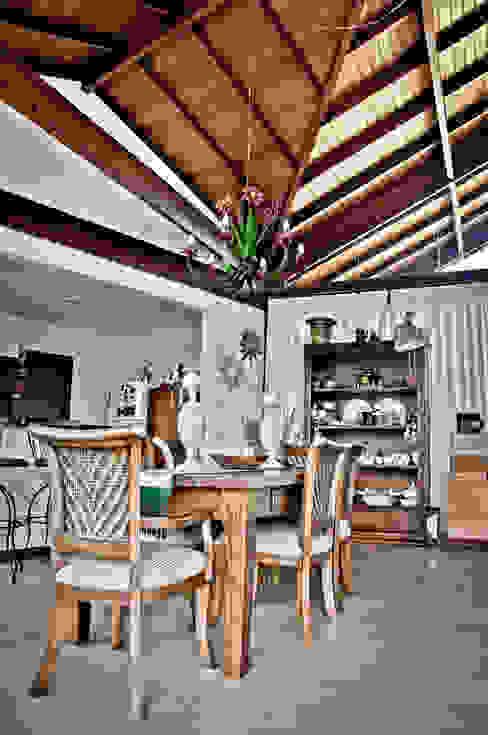 Telhado revestido: Salas de jantar  por Carlos Eduardo de Lacerda Arquitetura e Planejamento