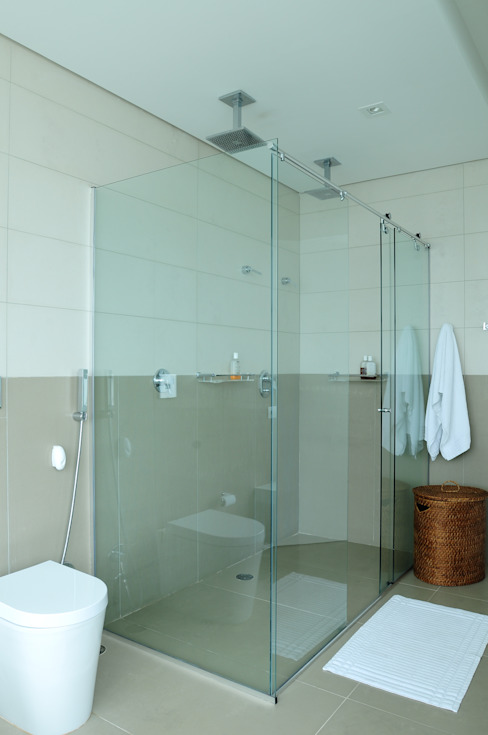 Bathroom by studio VIVADESIGN POR FLAVIA PORTELA ARQUITETURA + INTERIORES