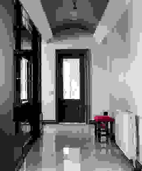 Bilgece Tasarım Ingresso, Corridoio & Scale in stile moderno