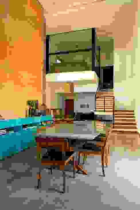 Comedores modernos de Flavio Vila Nova Arquitetura Moderno