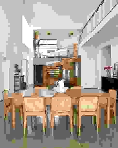 Casa Tatuí Salas de jantar modernas por Flavio Vila Nova Arquitetura Moderno