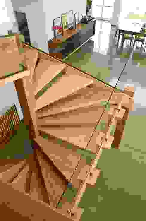 Casa Tatuí Corredores, halls e escadas modernos por Flavio Vila Nova Arquitetura Moderno