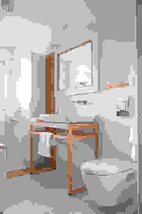 Bagno minimalista di Tylko Wnętrze Pracownia Projektowa Minimalista