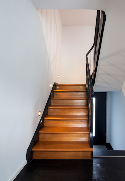 Modern Corridor, Hallway and Staircase by Schiller Architektur BDA Modern Wood Wood effect