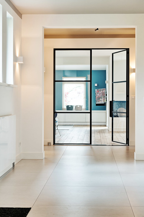 Modern Corridor, Hallway and Staircase by Jolanda Knook interieurvormgeving Modern