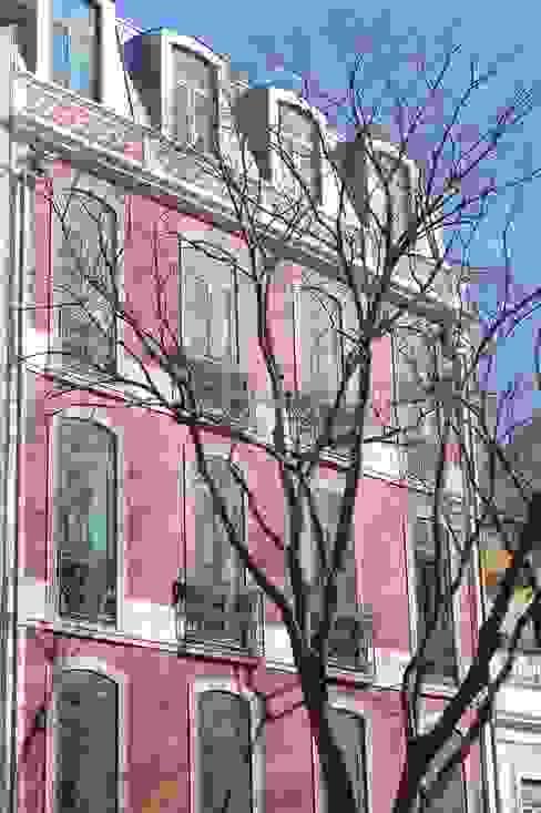 Casas de estilo clásico de QFProjectbuilding, Unipessoal Lda Clásico
