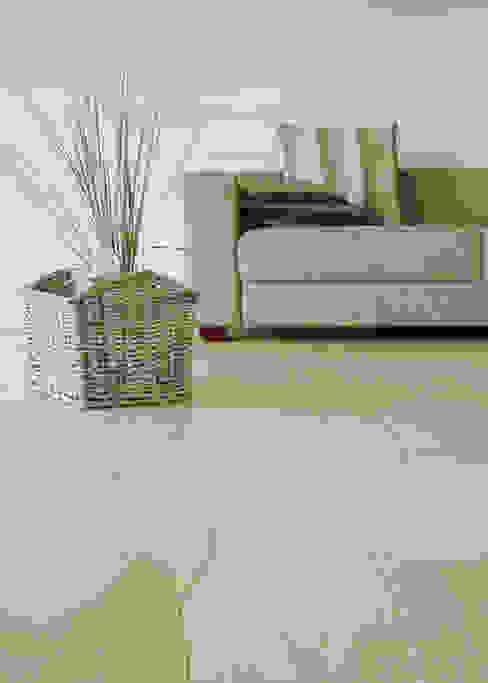 Paredes y pisos de estilo rústico de Rochene Floors Rústico Madera Acabado en madera