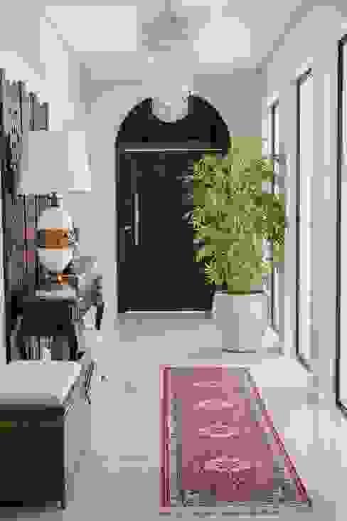 Pasillos, vestíbulos y escaleras eclécticos de Marcelo Lopes Arquitetura Ecléctico