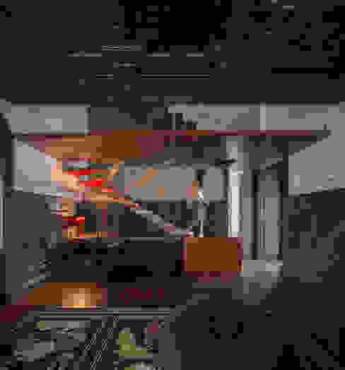 Guimarães House Salas de estar minimalistas por es1arq Minimalista