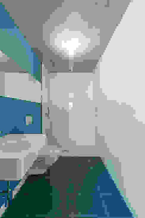 House in Ajuda: Casas de banho  por Studio Dois