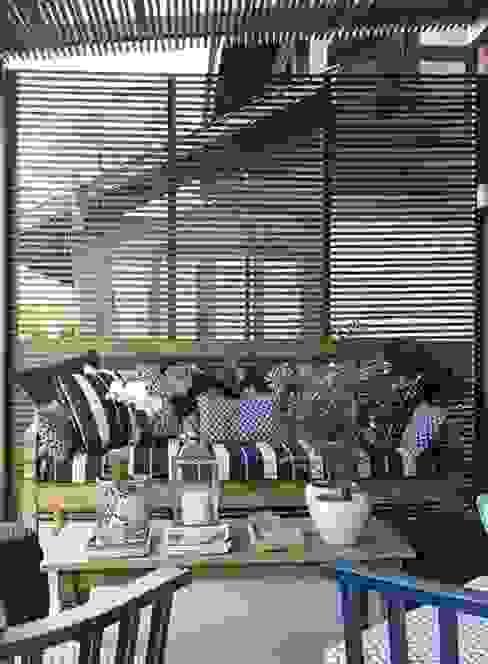 Eclectic style balcony, veranda & terrace by Flavia Guglielmi Arquitetura Eclectic