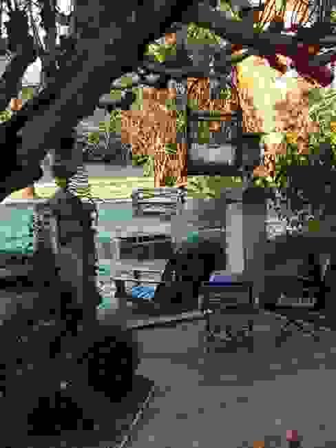 Terrasse en bois Balcon, Veranda & Terrasse classiques par Atelier JP Bouvee Classique