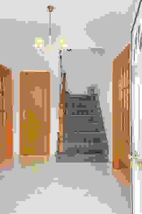 Pasillos, vestíbulos y escaleras de estilo mediterráneo de Pedro Brás - Fotógrafo de Interiores e Arquitectura | Hotelaria | Alojamento Local | Imobiliárias Mediterráneo