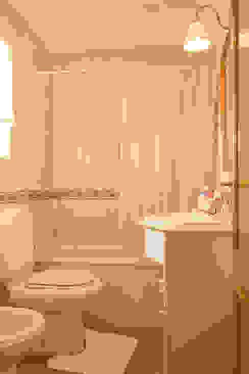 Baños de estilo mediterráneo de Pedro Brás - Fotógrafo de Interiores e Arquitectura | Hotelaria | Alojamento Local | Imobiliárias Mediterráneo