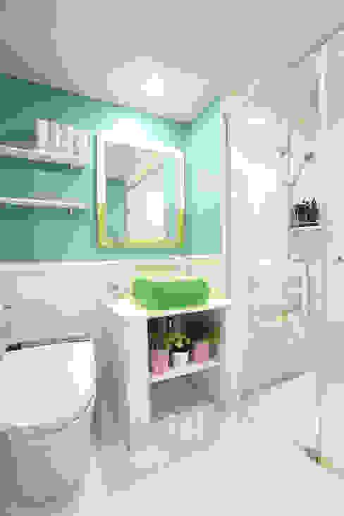 톡쏘는 청량감이 있는 안산 푸르지오: 퍼스트애비뉴의  욕실,모던