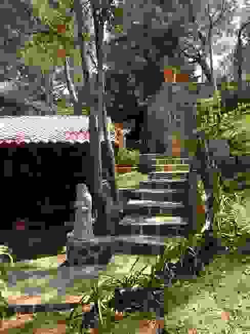 Jardines de estilo rústico de MVarquitectos Arq. Irma Mendoza Rústico