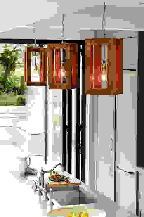 LIGHTING: HANGING LIGHTS por Cue & Co of London Moderno
