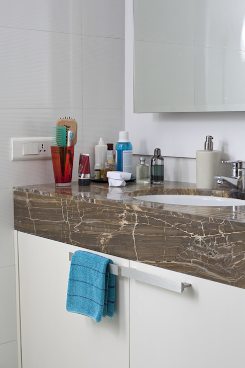 Residential - Gamadia Road Tropical style bathroom by Nitido Interior design Tropical Wood Wood effect