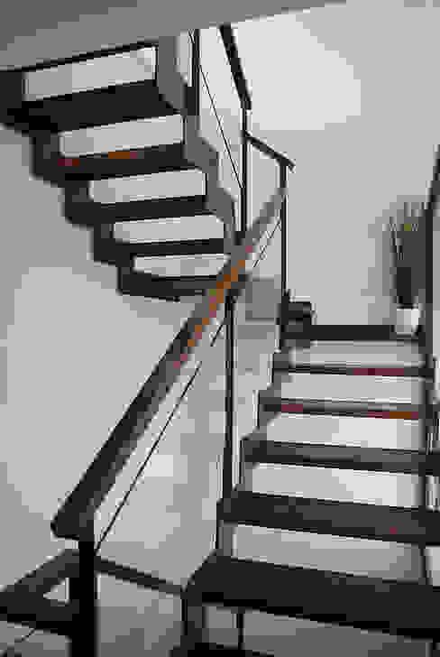 Casa R Pasillos, vestíbulos y escaleras de estilo clásico de DDV Arquitectura Clásico