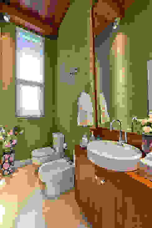 Residência Vista Alegre -Curitiba-PR Banheiros modernos por Karin Brenner Arquitetura e Engenharia Moderno