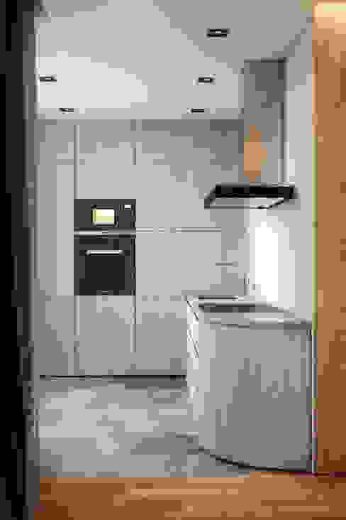 Кухня в стиле модерн от homify Модерн Дерево Эффект древесины