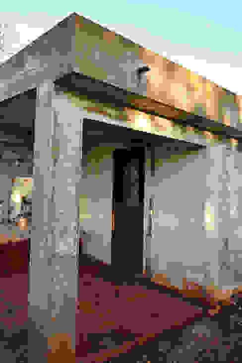 Renovación de Fachadas / Reparación de Grietas, Fisuras RenoBuild Algarve Casas de estilo rústico