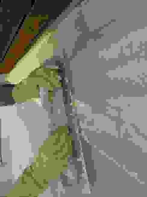 Renovación de Fachadas / Reparación de Grietas, Fisuras Casas de estilo rústico de RenoBuild Algarve Rústico
