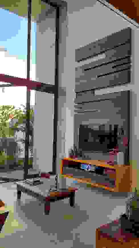 by Tânia Póvoa Arquitetura e Decoração Tropical Wood Wood effect