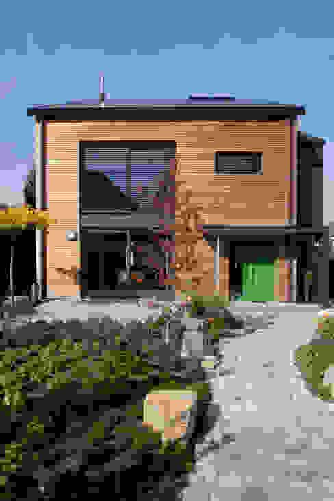 Maisons modernes par SIGRUN GERST ARCHITEKTUR Moderne Bois Effet bois