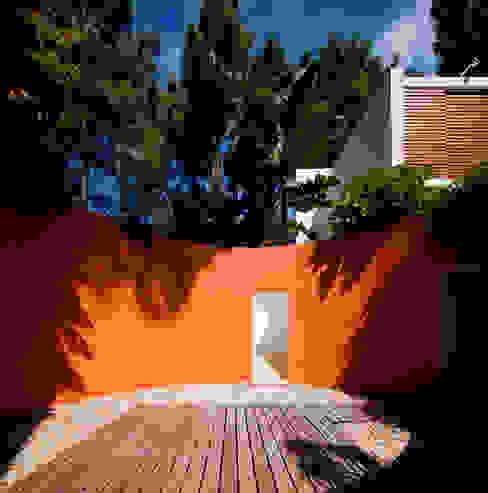 Habitação Unifamiliar na Aroeira: Casas  por Cândido Chuva Gomes - Arquitectos, Lda