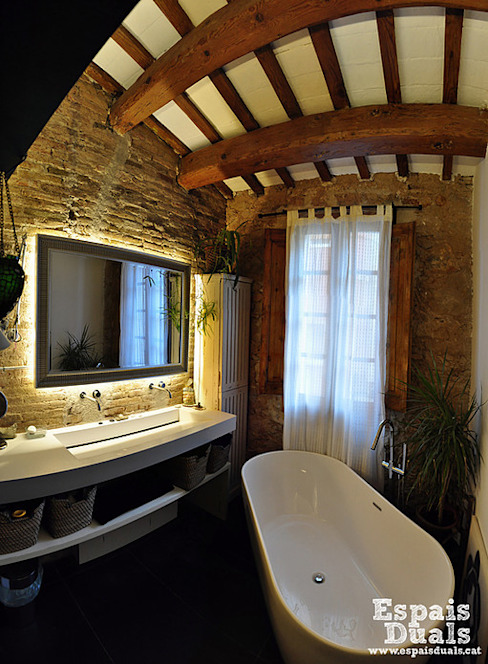 Rustic style bathrooms by Espais Duals Rustic